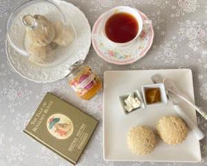 紅茶のスコーン(卵・バター未使用)と 会いたい人たち