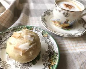 HMで  ココナッツ蒸しケーキと  コツコツ制作♬