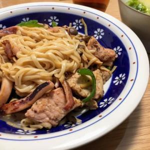 イカ焼きそば / 紀文 de ロカボ 糖質0g麺(つるっとなめらか平麺) <紀文>