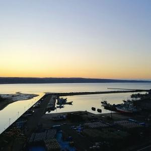 早朝の富来漁港