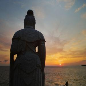 沈みゆく夕日を見つめて