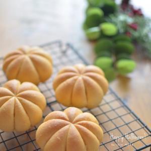 ハロウィンのくろねこパンとかぼちゃパン。