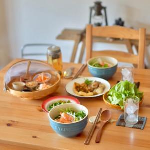 冷やし中華な中華とフォーなベトナムごはんの昼ごはん。