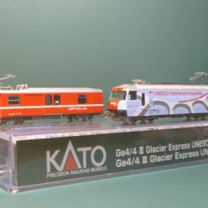 Ge4/4ⅢユネスコラッピングとDS4223電源荷物車