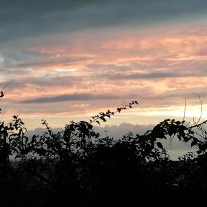 沖縄の秋分の日の夕焼け空
