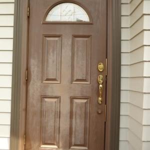 「木製のようで木製ではない!?」玄関ドアの再塗装