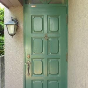 何層にもなったペンキと格闘!ヤマハ木製玄関ドア再塗装