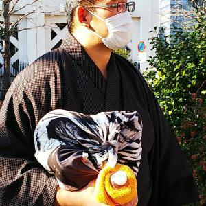 まちかどふろしき♪国技館の力士の風呂敷包み♪お相撲さんにはバッグよりふろしきが似合います