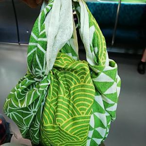 7月1日からレジ袋有料化♪パンもふんわり包めます♪ふろしきぶる風呂敷Mサイズ若草でエコバッグ♪