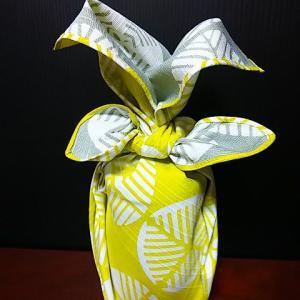 伊砂文様マツ黄色&グレー両面小風呂敷で小瓶包み♪カリンの蜂蜜漬けでコロナ禍を乗り切ろう♪