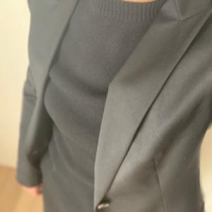真っ黒のジャケットにパンツです★悲しい出来事。。。