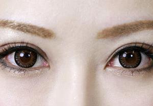 若見え効果バツグンの目尻を引き上げる方法