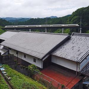 <近鉄大阪線> 立派な瓦屋根