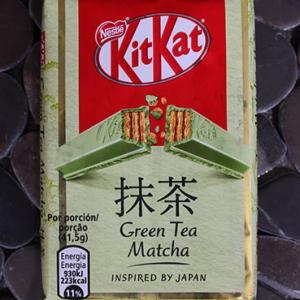 抹茶キットカットと巻き寿司
