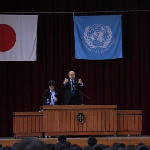 チャウドリー国連大使・中央中学校で講演
