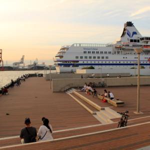豪華クルーズ船「ぱしふぃっくびいなす」と大阪港中央突堤のダイヤモンドポイントの夕日2020