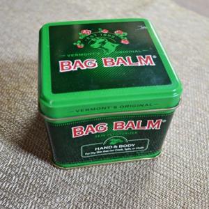 シドニーの肉球ケア Bag Balm
