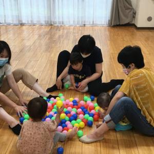 お友達との関りの前に、ママとたくさん遊ぶことが社会性を育てます!