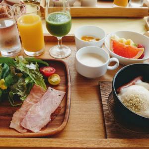 琵琶湖を遠くに眺めながらの朝食