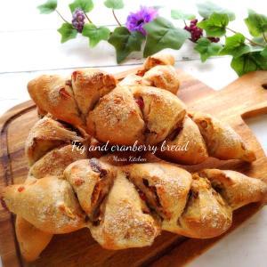 ホワイトフィグとクランベリーのパン♡