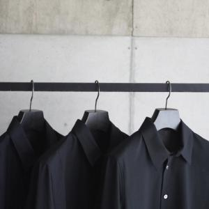 【山内】期間限定にて展開する特別な素材のシャツ。