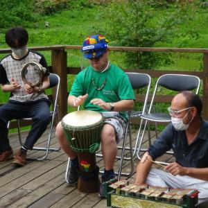 大谷里山農園で演奏