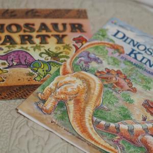 小さな男の子に人気、恐竜の曲集♪
