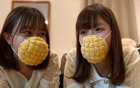 本物のメロンパンが「マスク」