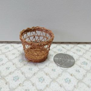 矢来編みのバゲット籠1/12サイズ編んでみました