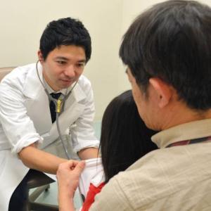 生後数カ月から発症し、黄疸(おうだん)が出る希少疾患 : 治験者 あと2人なのに…難病に効果ある薬、補助打ち切り危機