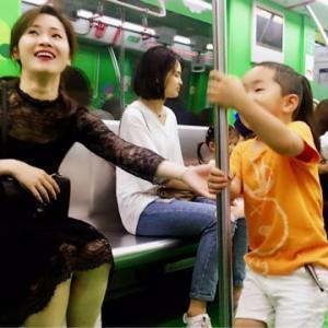 中国浙江省杭州市地下鉄にて子育て専用車両テスト運行中