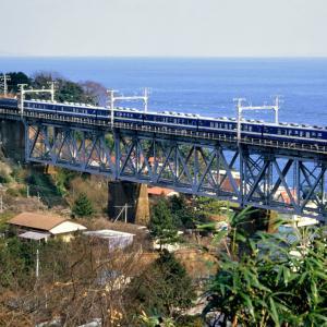 白糸川鉄橋を行く