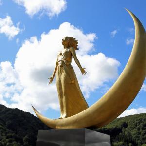 月山ダムと月の女神2(山形県鶴岡市)