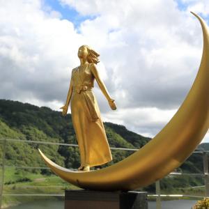 月山ダムと月の女神3(山形県鶴岡市)