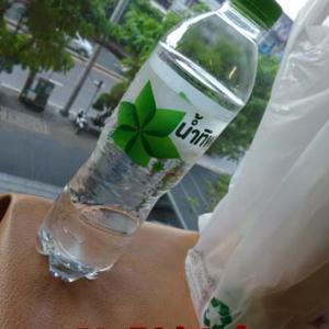 水の量が少ないフニャフニャボトル!