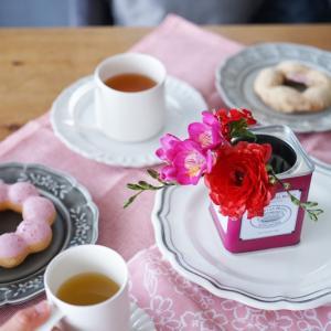 お花3本を紅茶缶に可愛くアレンジ♪花選び&色合わせのポイントvol.3