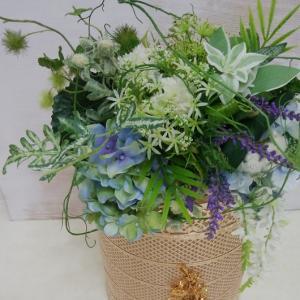 ★紫陽花の季節にフラワベースも衣装替え