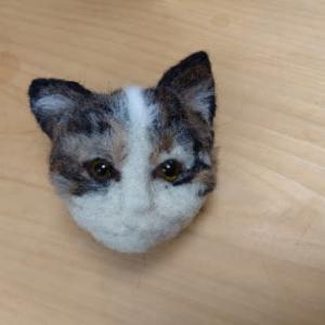 ちょっと似てきたかも・・・猫さん羊毛フェルト(福君)~♪ & レンコンのきんぴらとほうれん草~♪