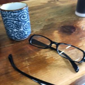 100均老眼鏡 折れる...