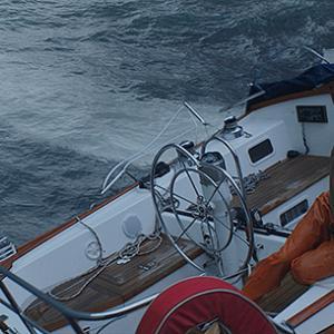 「アドリフト 41日間の漂流」しあわせな旅行になるはずが一転、苦しい漂流をどう乗り切るのか!