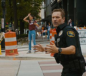 「ライブリポート」SNS配信の是非を問う映画です。これ人質が死んだら配信した人間の殺人ですよね。