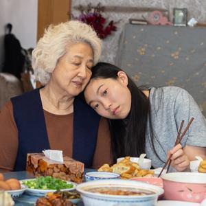「フェアウェル」大好きな祖母に余命宣告が下り、彼女の為にどうしたら良いのか考えます。