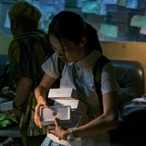 「THE CROSSING ~香港と大陸をまたぐ少女」香港と中国の事情は女子高生も苦しめている。