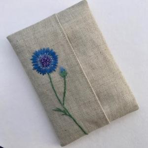 矢車菊の刺繍ティッシュケースを作りました。