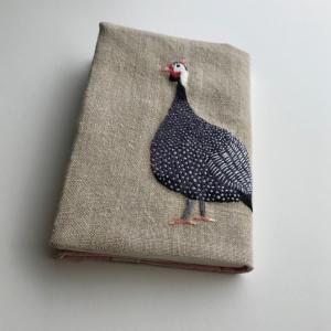 ホロホロ鳥の刺繍ブックカバーを作りました。