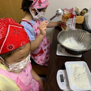 7/12のレッスン!お友達同士で仲良く手作りピザ作り♪チョコバナナパフェも作ったよ!