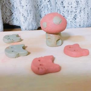 オーブン陶土でミニチュアキノコハウスを作成