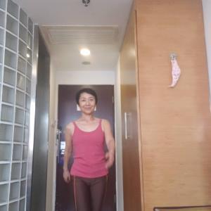 ホテル隔離生活7日目IN上海10月24日㈯ 美しいウォーキング体得!狭い室内500往復8000歩