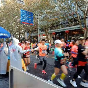 上海国際マラソン 私も叫んだ「加油!」(※頑張って!)