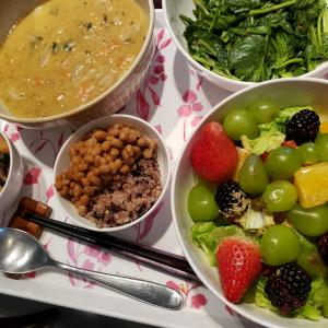野菜と豆スープと果物で今日も元気!